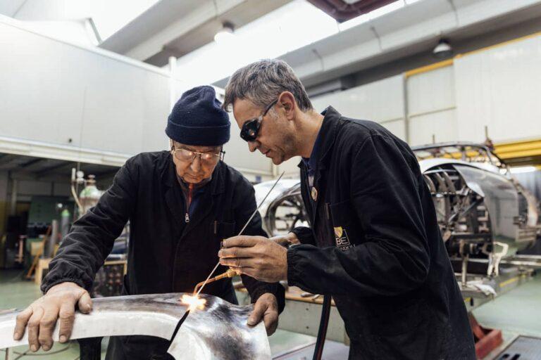 Da sinistra: Egidio e Roberto Brandoli alla saldatura (anno 2017)